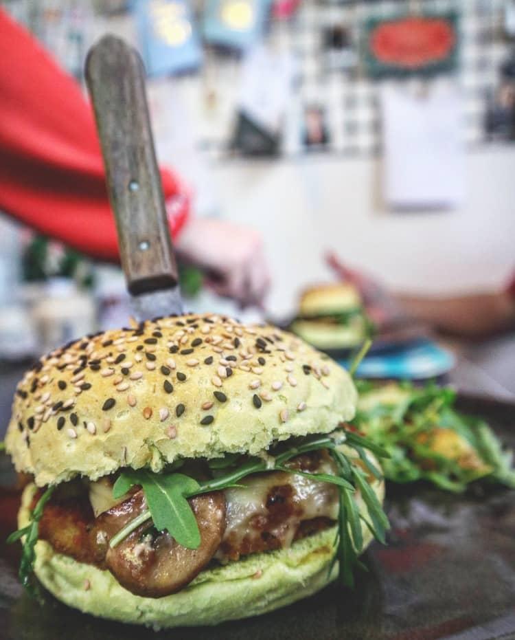 Cheesy champignonburger  the bio veggie company brown & serve