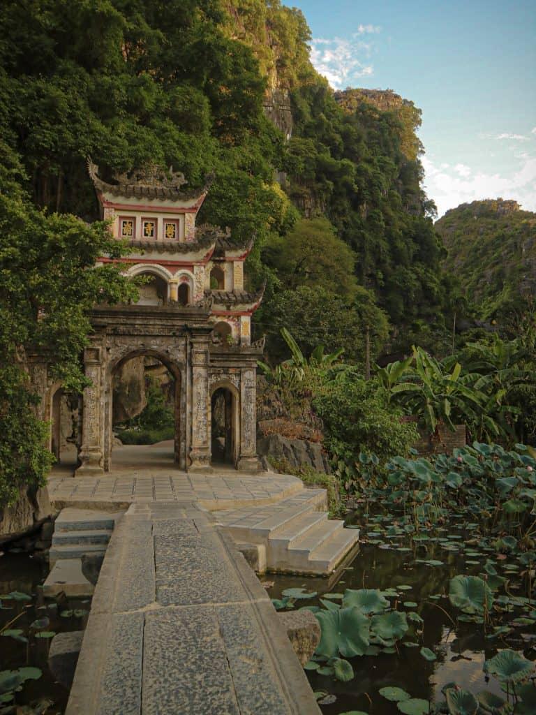 binch dong pagoda